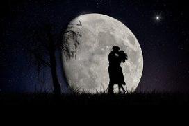 couple full moon
